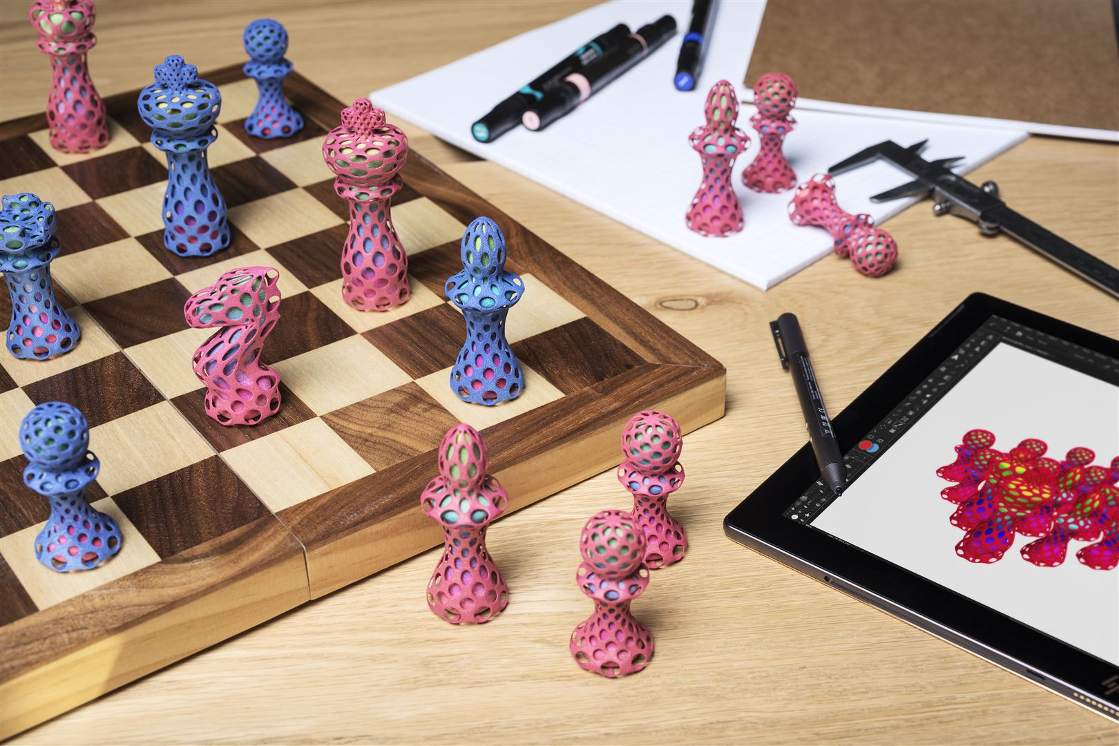 Farbige Schachfiguren gedruckt auf der HP JF 580