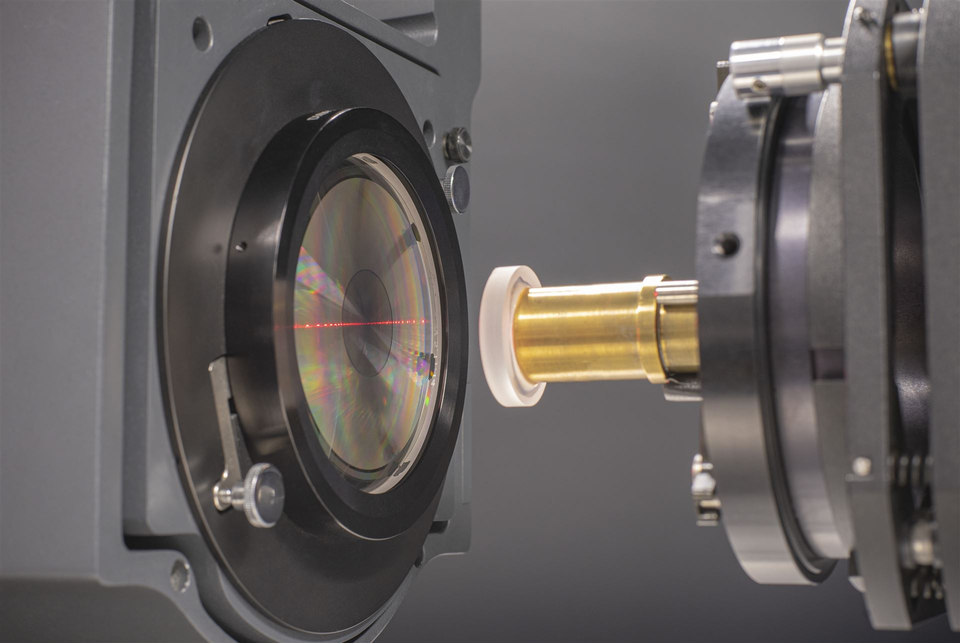 Interferometric asphere testing using a CGH without transmission sphere