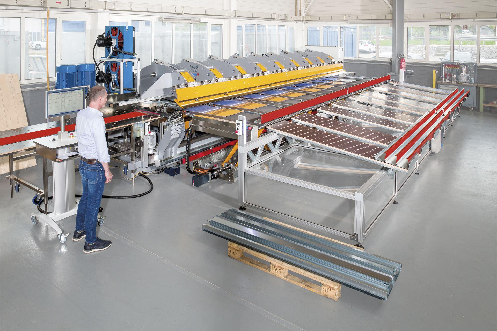 Der TD Doppelbieger mit automatischer Blecheinzug-, Blechwende- und Blechentnahme-Einheit