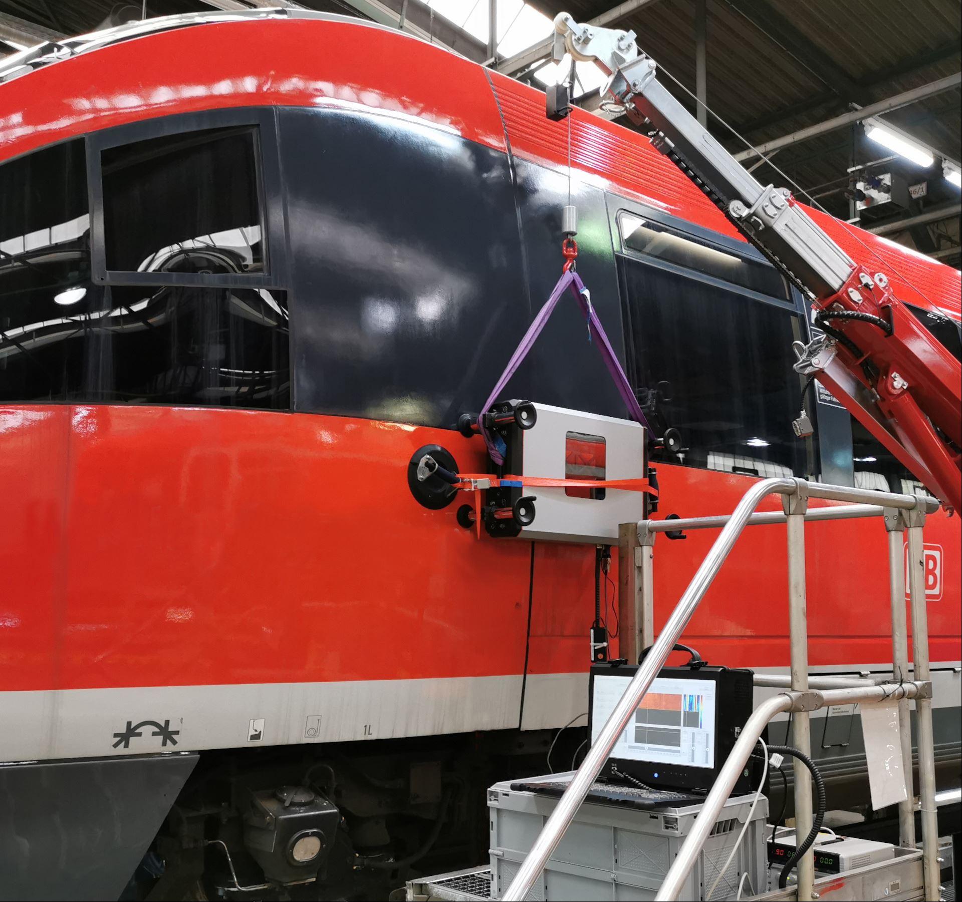 Kompakter Terahertz-Scanner z. B. zur Untersuchung eines Schienenfahrzeugs (Quelle: Fraunhofer ITWM)