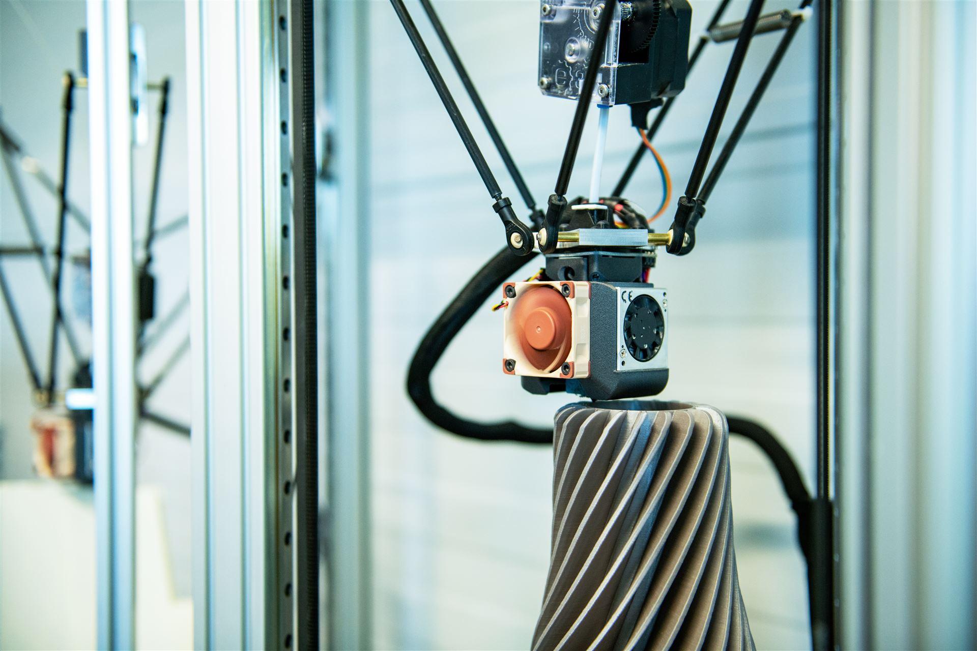 eigens hergestellte und hochgenaue 3D Drucker